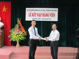 Lễ Kết nạp Đảng viên mới Chi bộ Trường Trung cấp Kỹ thuật – Nghiệp vụ Hải Phòng